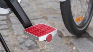 «Умная педаль» Connected Cycle Pedal заряжается во время движения велосипеда.