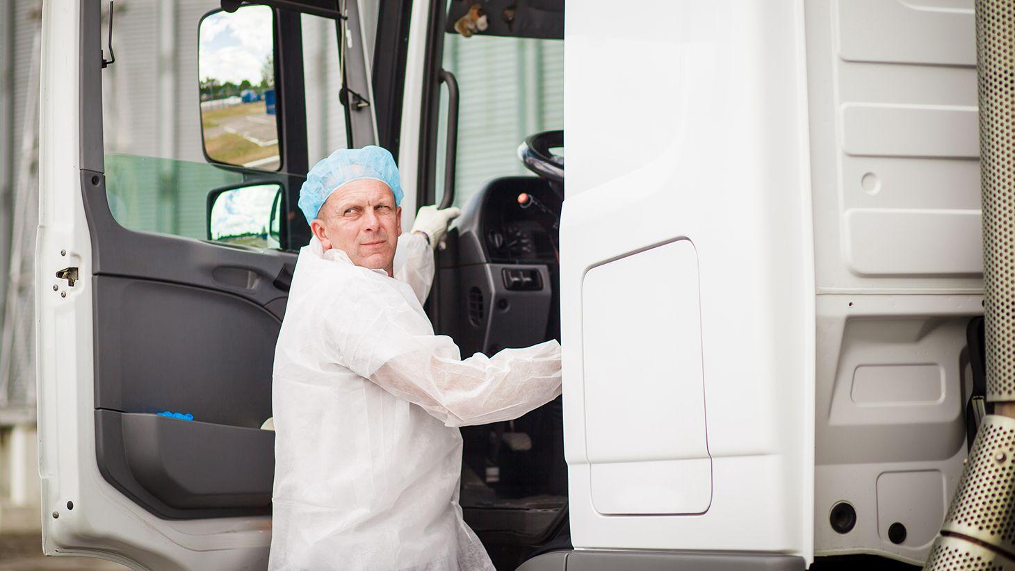 Мы контролируем температуру молочной продукции при перевозке…