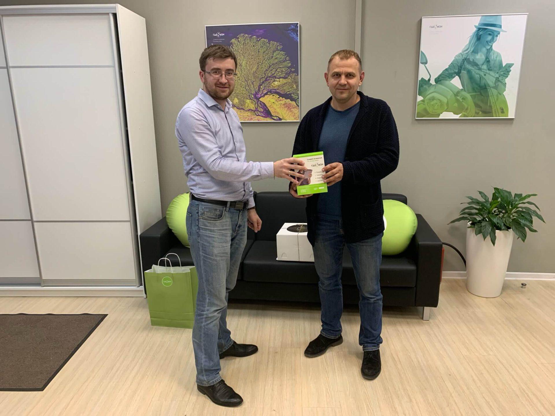 На фото: клиент Барабанов Андрей и Менеджер по развитию корпоративных клиентов Юсупов Руслан
